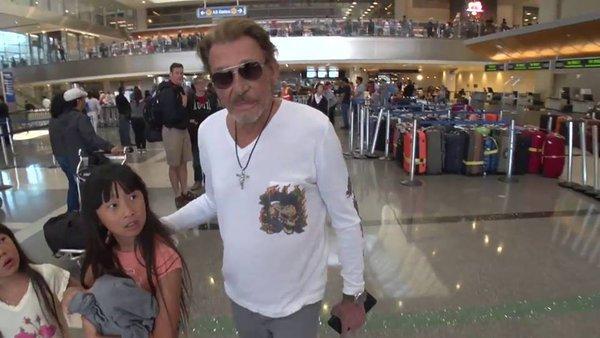 johnny et laetitia et les enfants à l'aéroport Cib7vx10