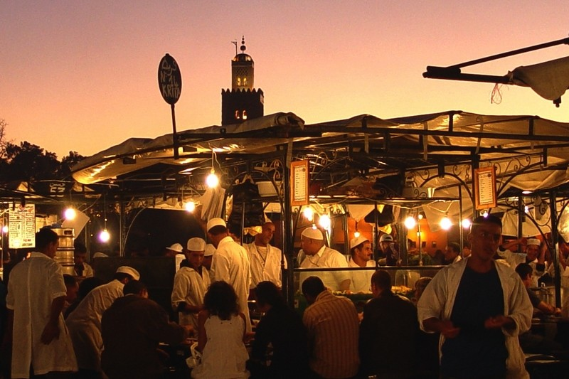 la place Djemaa el Fna le soir avec la Koutoubia 01_20032