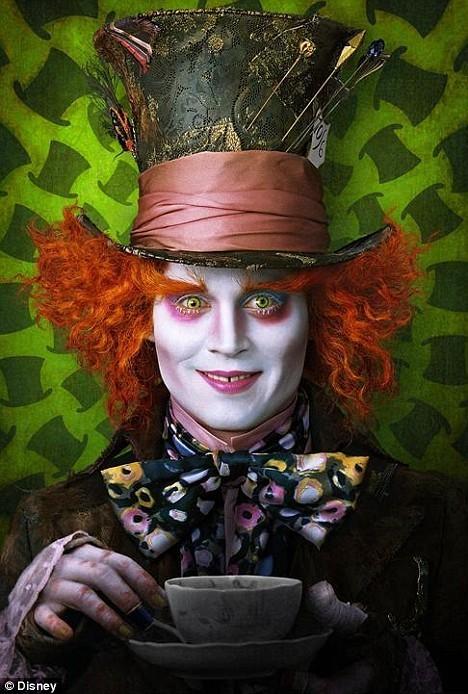 Tim Burton Takes on Alice in wonderland! Origin10