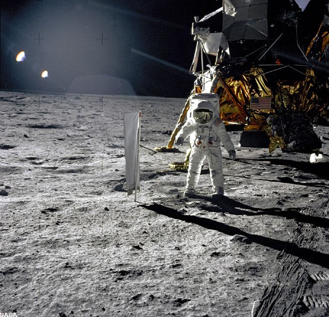 20 Juillet 1969 - L'Homme sur La Lune - 40ème anniversaire Apollo12