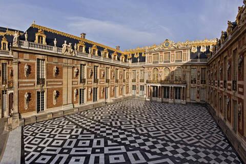 La cour de marbre à Versailles