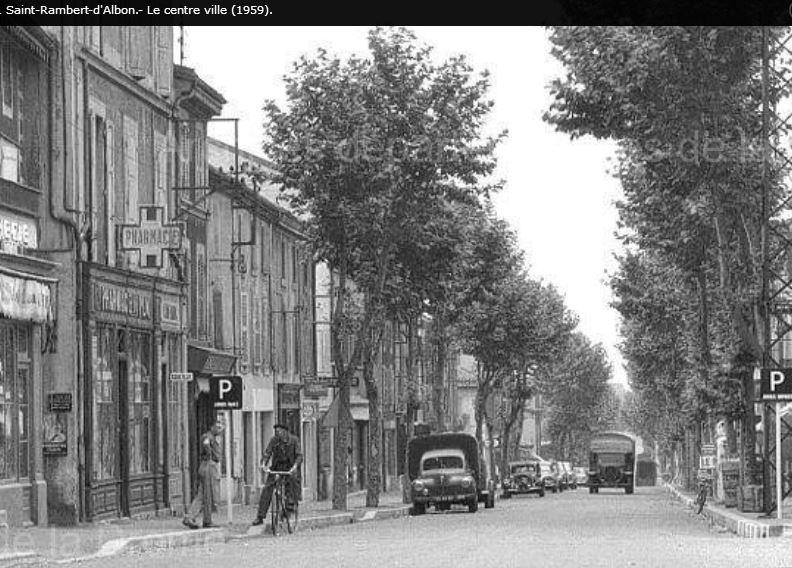 Photos d'époque de camions Citroën - Page 30 1242