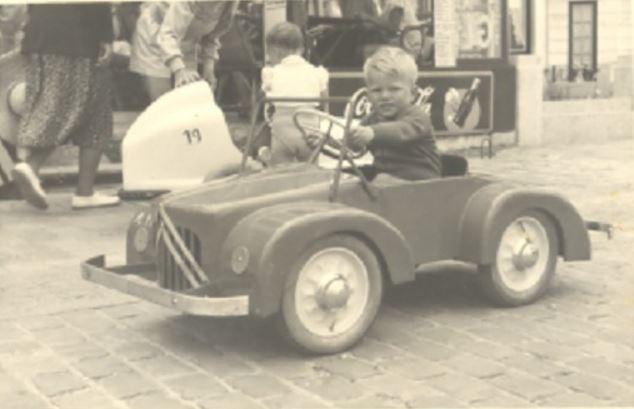 voitures à pédales Captu137