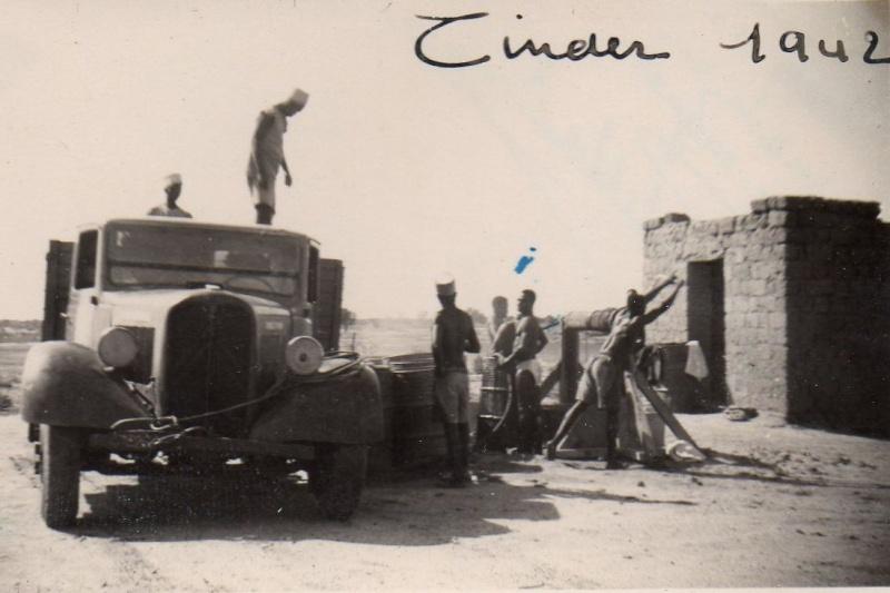 Photos d'époque de camions Citroën - Page 29 Citroe14