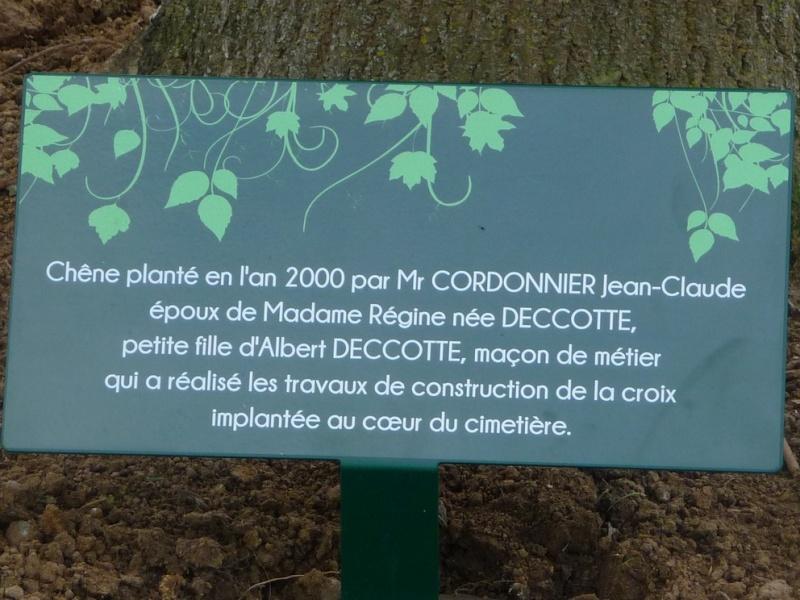 CIMETIERE COMMUNAL de LE QUESNEL (4) : le chêne  Plaque10