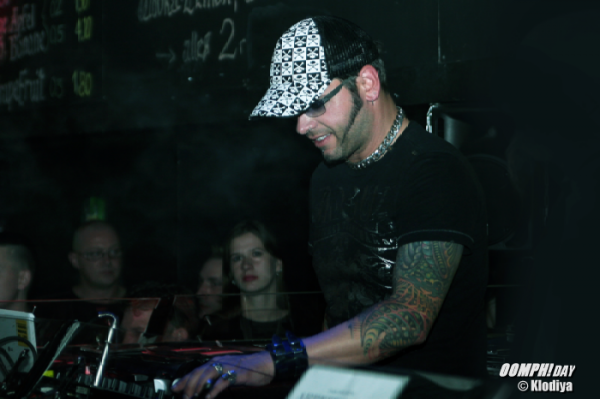 DJ Dero a Viennes - Page 3 L_b05910