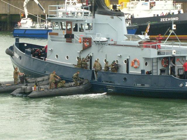 Zeebrugge : Opendeur - Portes Ouvertes - Navy Days - Page 9 12_equ11