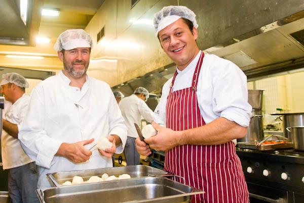 Jeroen Depauw cuisine à la base navale pour la VRT Bigvol10