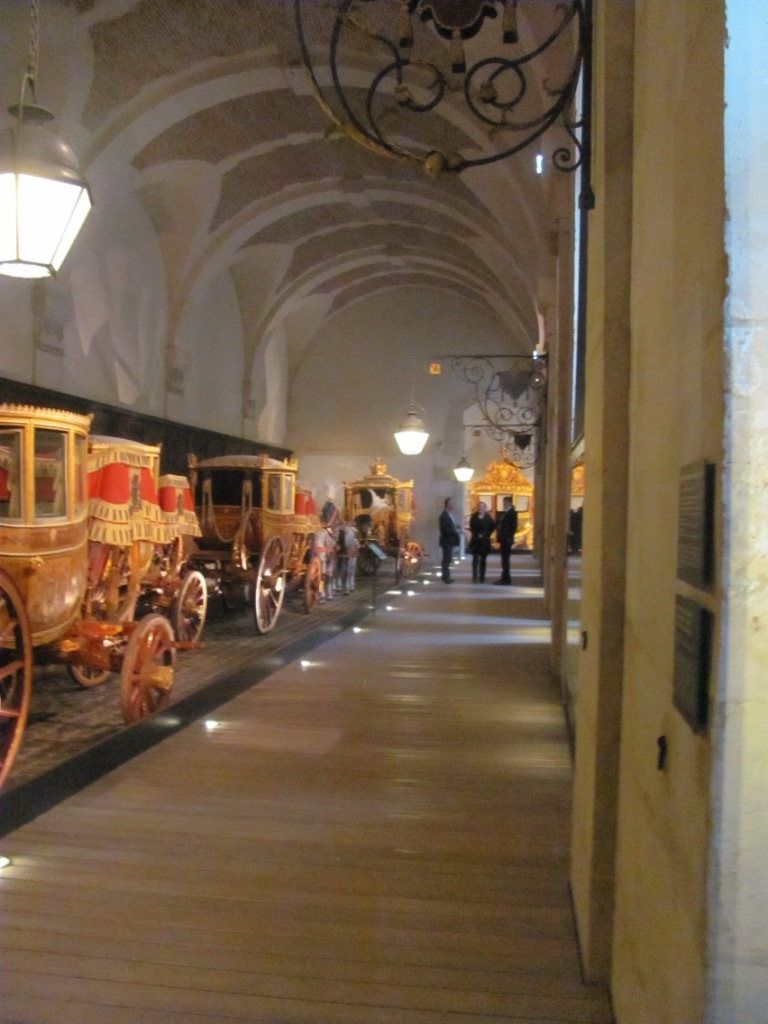 Enfin !   Réouverture de la Galerie des Carrosses à Versailles Img_4511