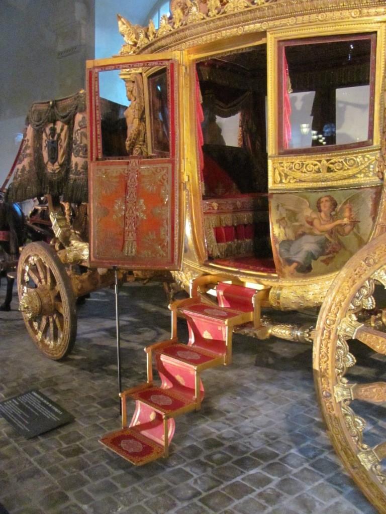 Enfin !   Réouverture de la Galerie des Carrosses à Versailles Img_4710