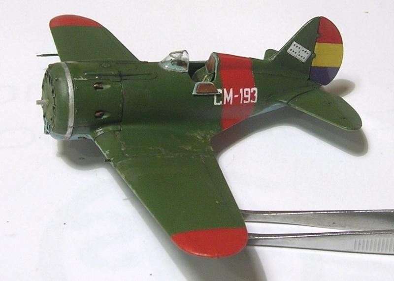 Montage: Polikarpov I-16 type 10 1/72 - Page 2 Montag15
