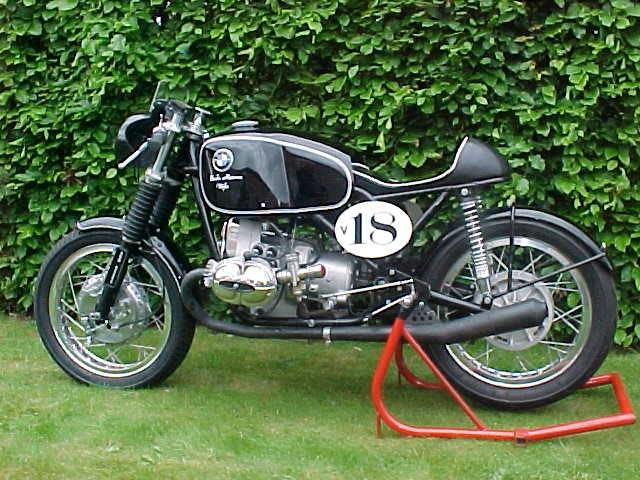 C'est ici qu'on met les bien molles....BMW Café Racer - Page 2 Motor310