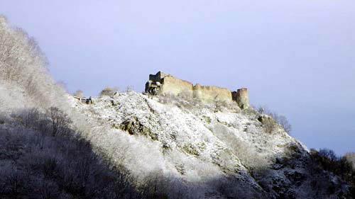 Les châteaux de Dracula repérés dans Google Earth Poiena10