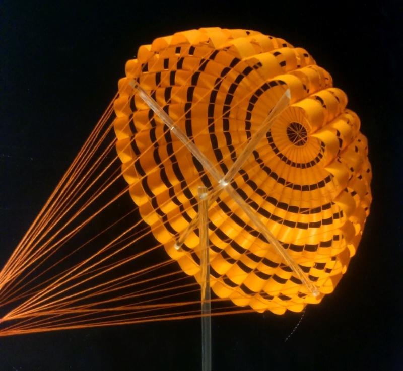 parachutes du XB-70 Valkyrie.. mais sans aucun doute valable pour d'autres projets - Page 2 Dsc_0041
