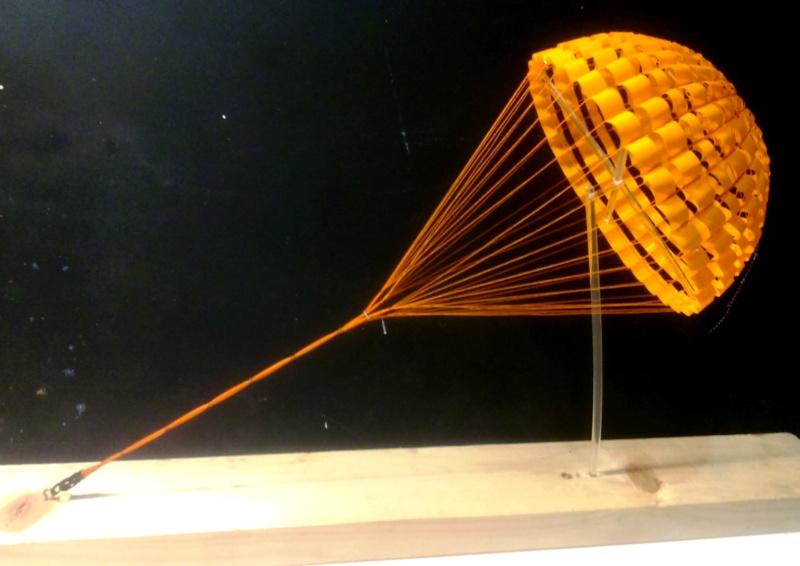 parachutes du XB-70 Valkyrie.. mais sans aucun doute valable pour d'autres projets - Page 2 Dsc_0042