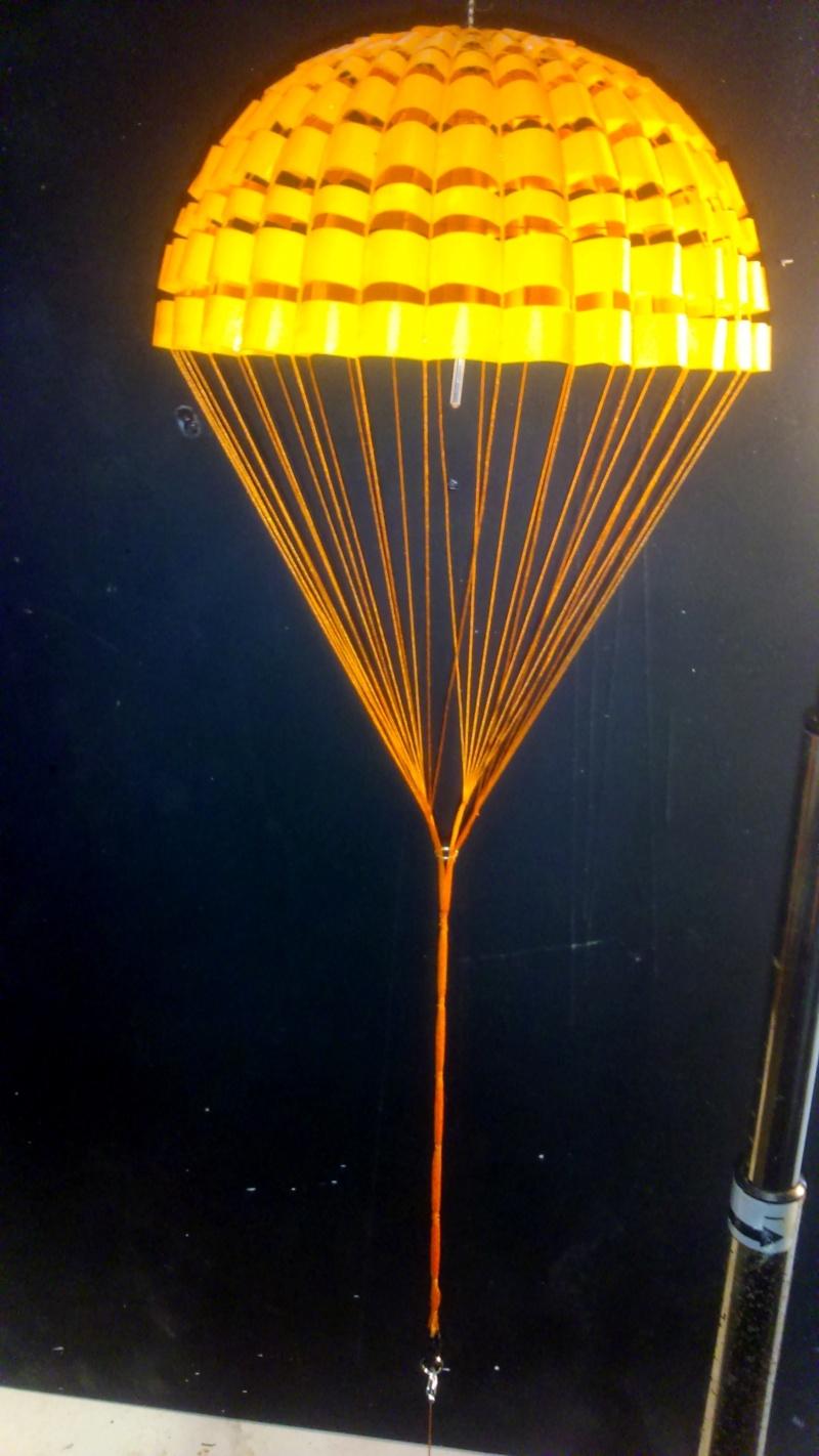 parachutes du XB-70 Valkyrie.. mais sans aucun doute valable pour d'autres projets - Page 2 Dsc_0117