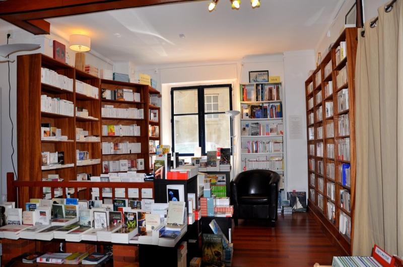 Vos adresses de librairies insolites... - Page 11 A338