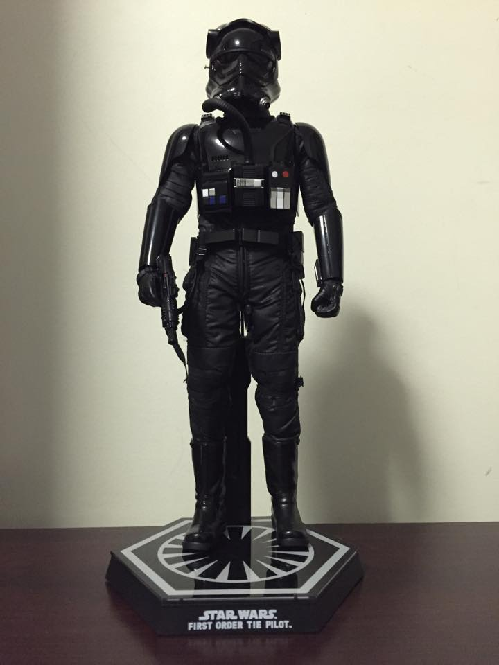 Hot Toys Star Wars: TFA 1/6th scale First Order TIE Pilot 12472510