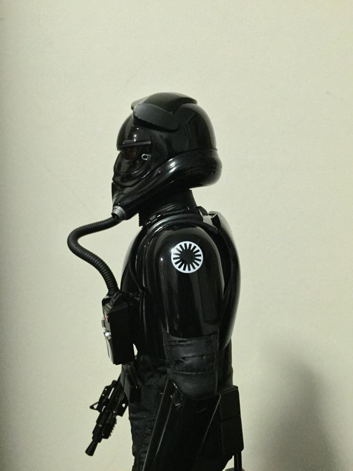 Hot Toys Star Wars: TFA 1/6th scale First Order TIE Pilot 12512310