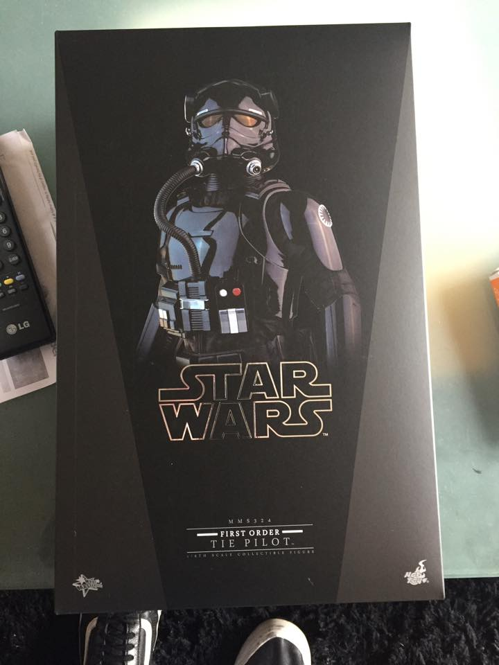 Hot Toys Star Wars: TFA 1/6th scale First Order TIE Pilot 12936710