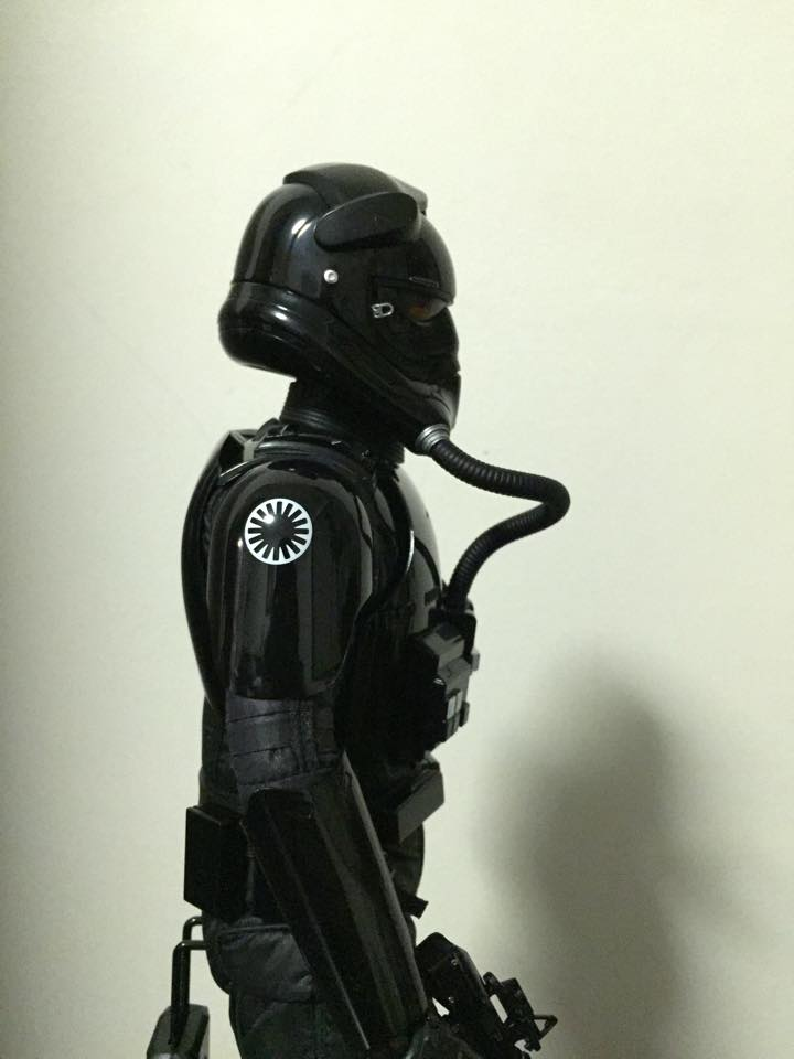 Hot Toys Star Wars: TFA 1/6th scale First Order TIE Pilot 72332_10