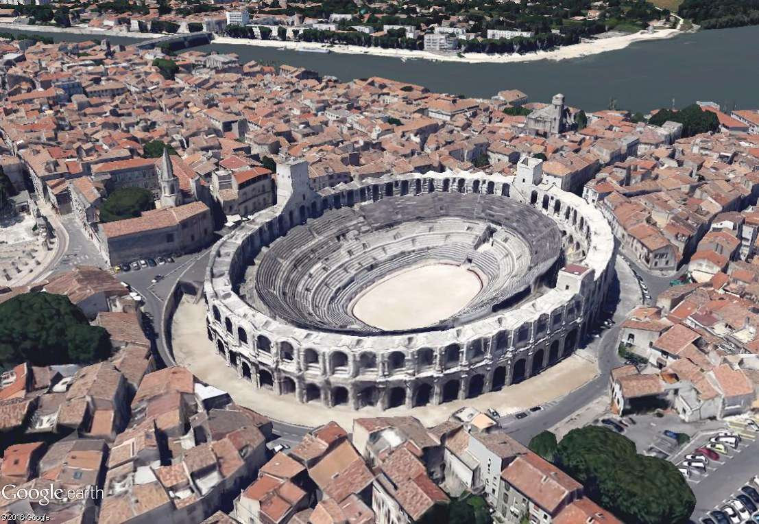 """Amphithéâtres romains : """"Panem et circenses"""" - Page 2 Arles10"""