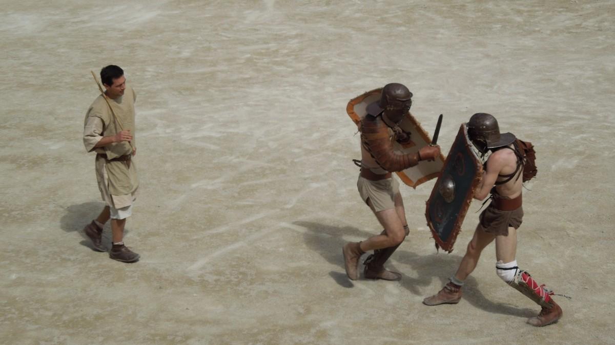 """Amphithéâtres romains : """"Panem et circenses"""" - Page 2 Dscn3710"""