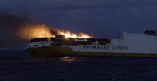 Le navire Italien « Grande America » coule ! Safe_i11