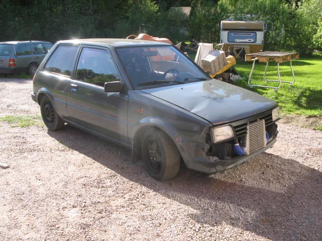 Golden Boy - Dödsgrå turbo Starlet (bilen såld) Ny_int11