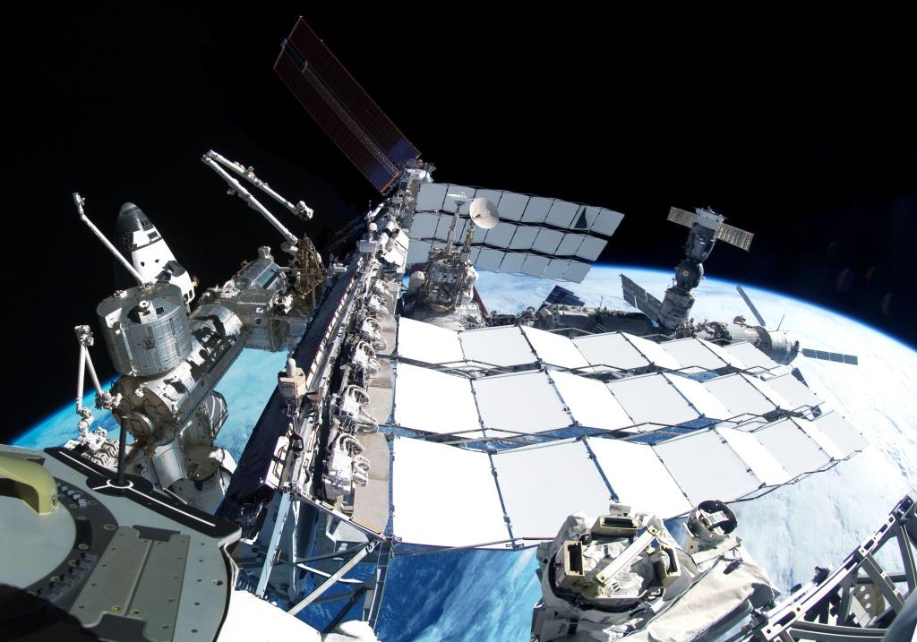 ISS fête ses 100.000 orbites Sts-1310