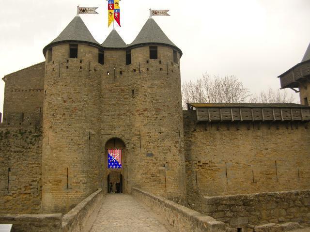Poste de Contrôle des entrées au couvent fortifié Barbac12