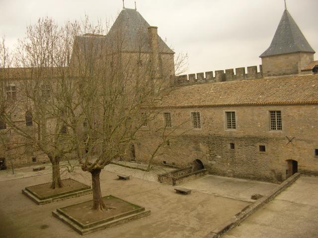 Poste de Contrôle des entrées au couvent fortifié Cours_10