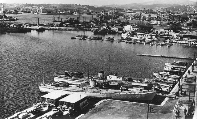 [Les ports militaires de métropole] TOULON au début des années 60 - Page 3 La_rad10