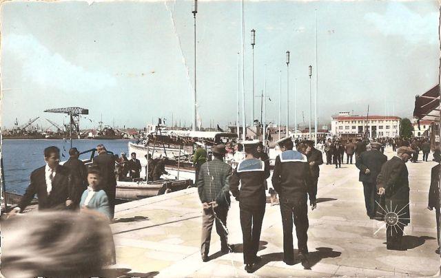 [Les ports militaires de métropole] TOULON au début des années 60 - Page 3 Quai_s10