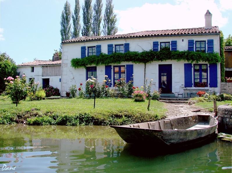 la maison bleue dans le marais Poitevin 1_mais10