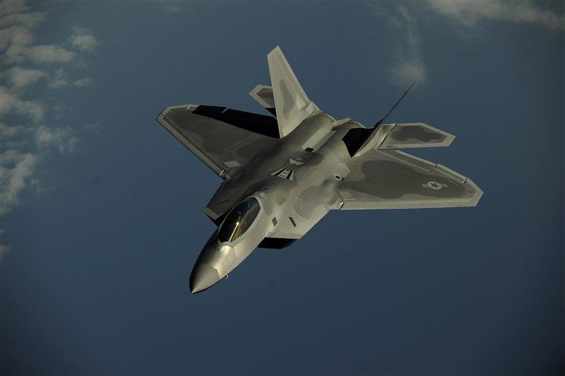 F-22 Raptor - Page 5 F-22_10