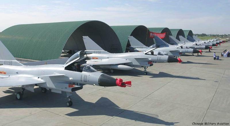 Les avions de chasse ''indigènes'' J-10s110