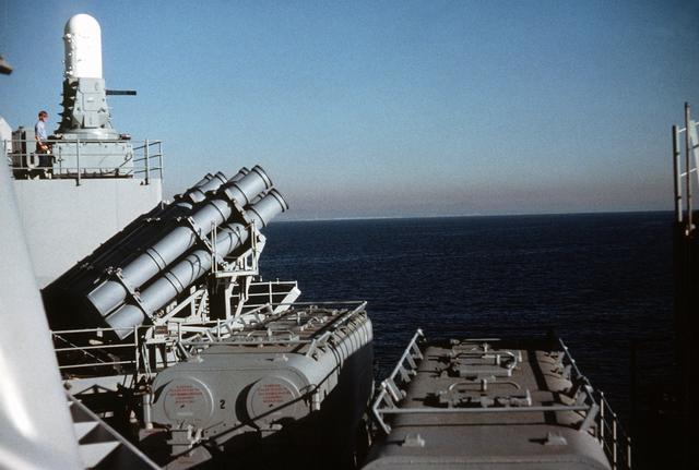 Les grands cuirassés de la WWII Nj-0610