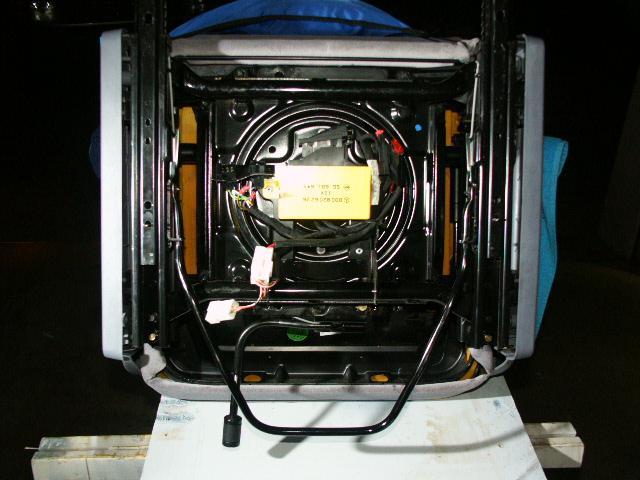 Sièges chauffant: accès aux fusibles. Dessou10