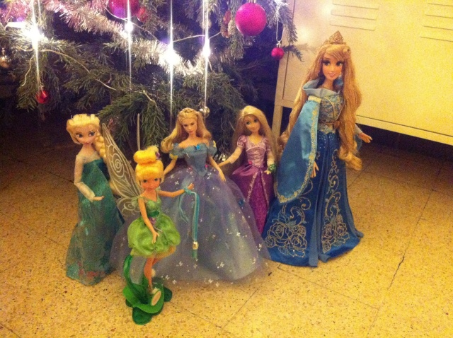 Ma collection des poupées des films de DISNEY - Page 6 Img_8524
