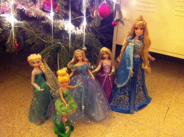 Ma collection des poupées des films de DISNEY - Page 6 Img_8531
