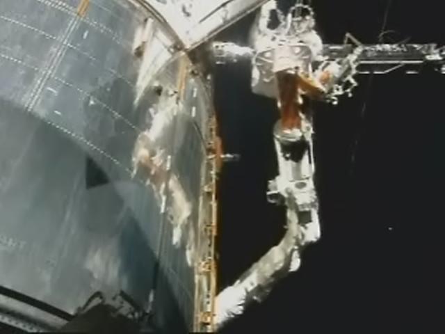[STS-125] EVA - 1 Realp140