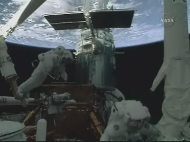 [STS-125] EVA - 3 - Page 2 Realp150