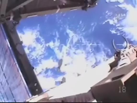 [STS-119] Discovery : EVA 1 Realpl25