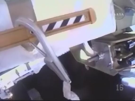 [STS-119] Discovery : EVA 1 Realpl26