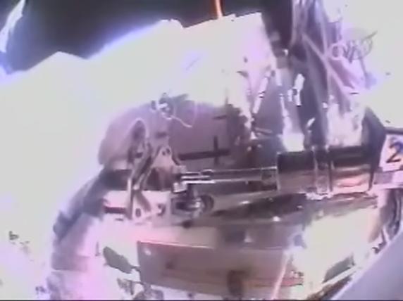[STS-119] Discovery : EVA 1 Realpl29