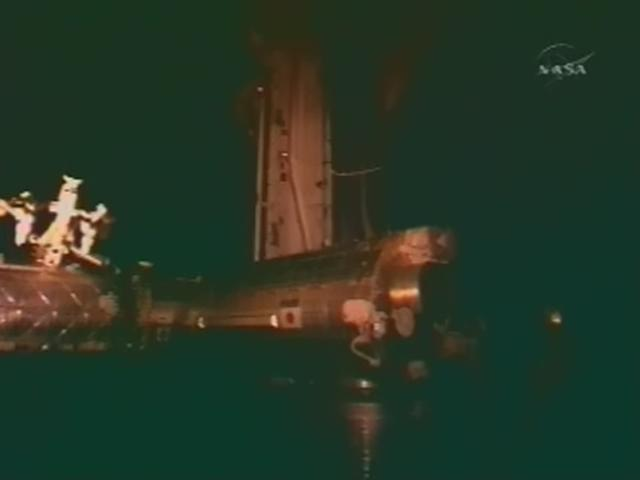 [STS-119] Discovery: la mission - Page 9 Realpl74