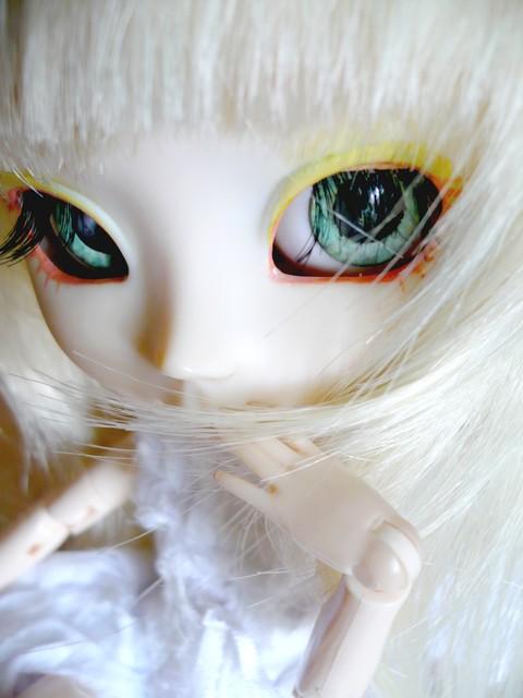[0ctavie's dolls]I see ... Blood ? p.2 P1010210
