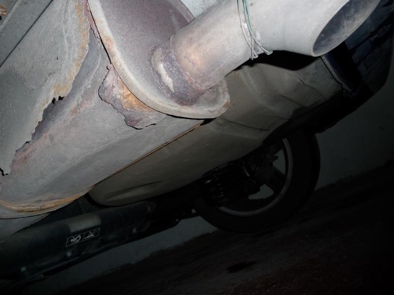 Fuite sur le réservoir de carburant P1000613