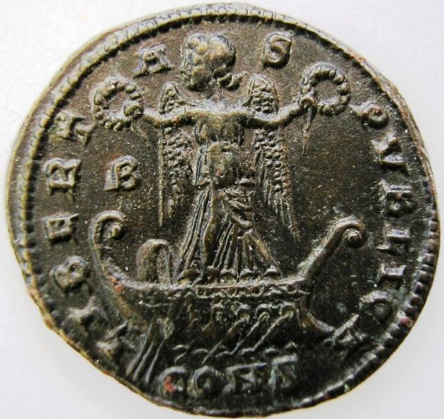 AE3 de Constantino I (Magno). LIBERTAS PVBLICA. Constantinopolis Const_11